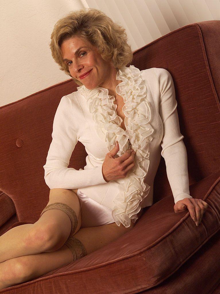... granny-in-stockings02.jpg ...