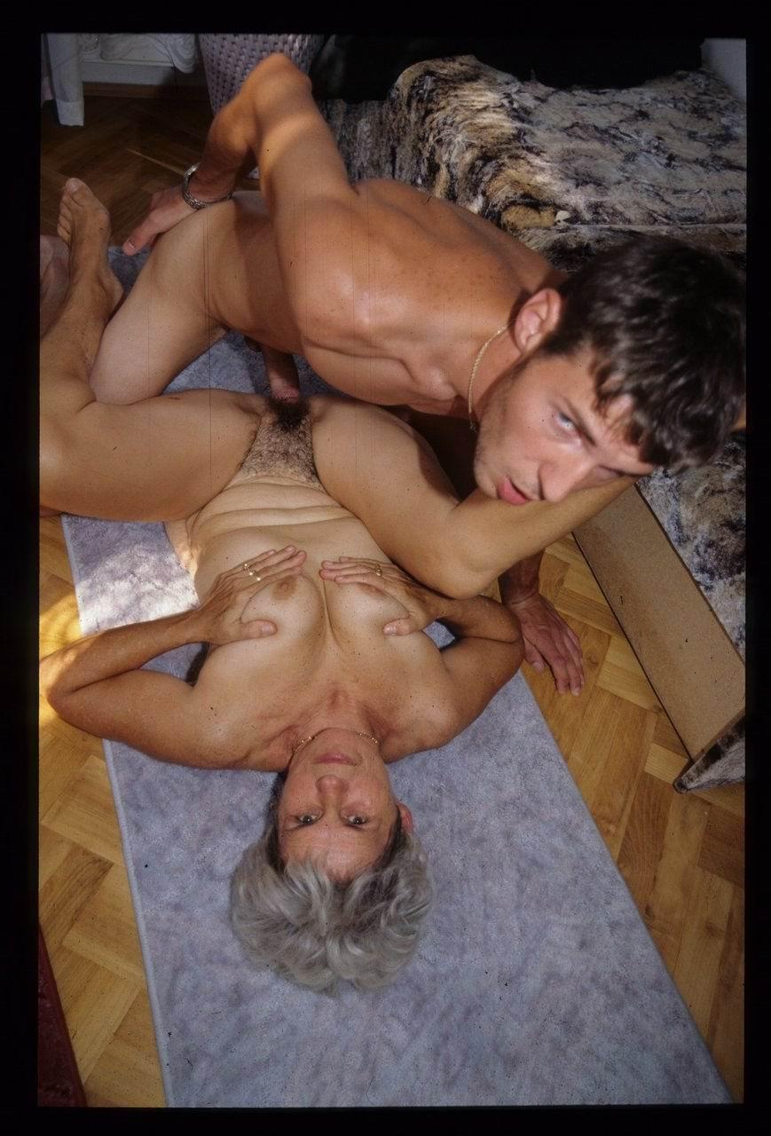 Старушки с мальчиками порно 2 фотография