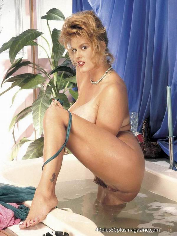 50 Plus Galleries Older Kiss Free mature, granny and