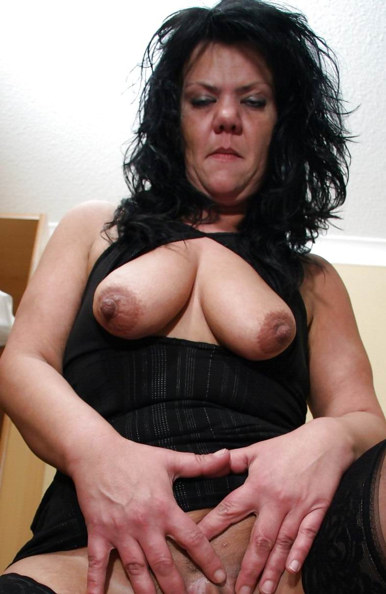 woman confortable own Milf Wife erster Dreier like have fun