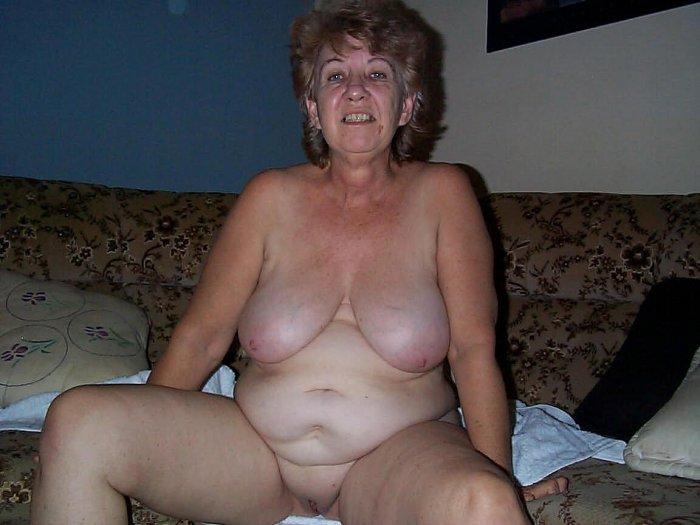 naurunappula alaston nainen uhkeita naisia