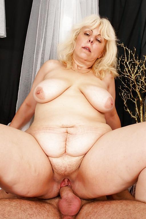 голая пизда пожилой женщины фото
