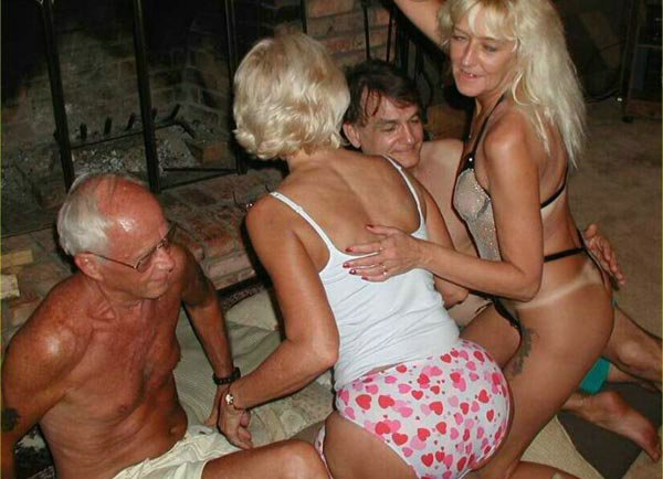Swingers sharing partners in this hot foursome