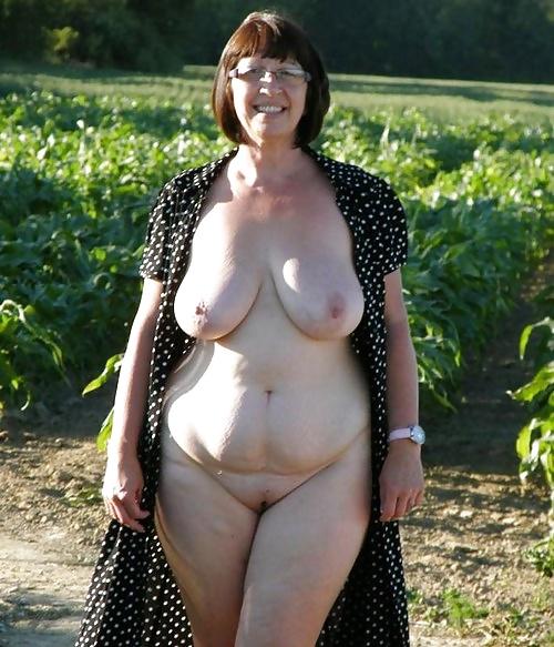 Голые пожилые сисястые тетки фото 15270 фотография