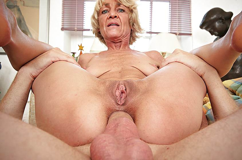 Milf mature pink pussy