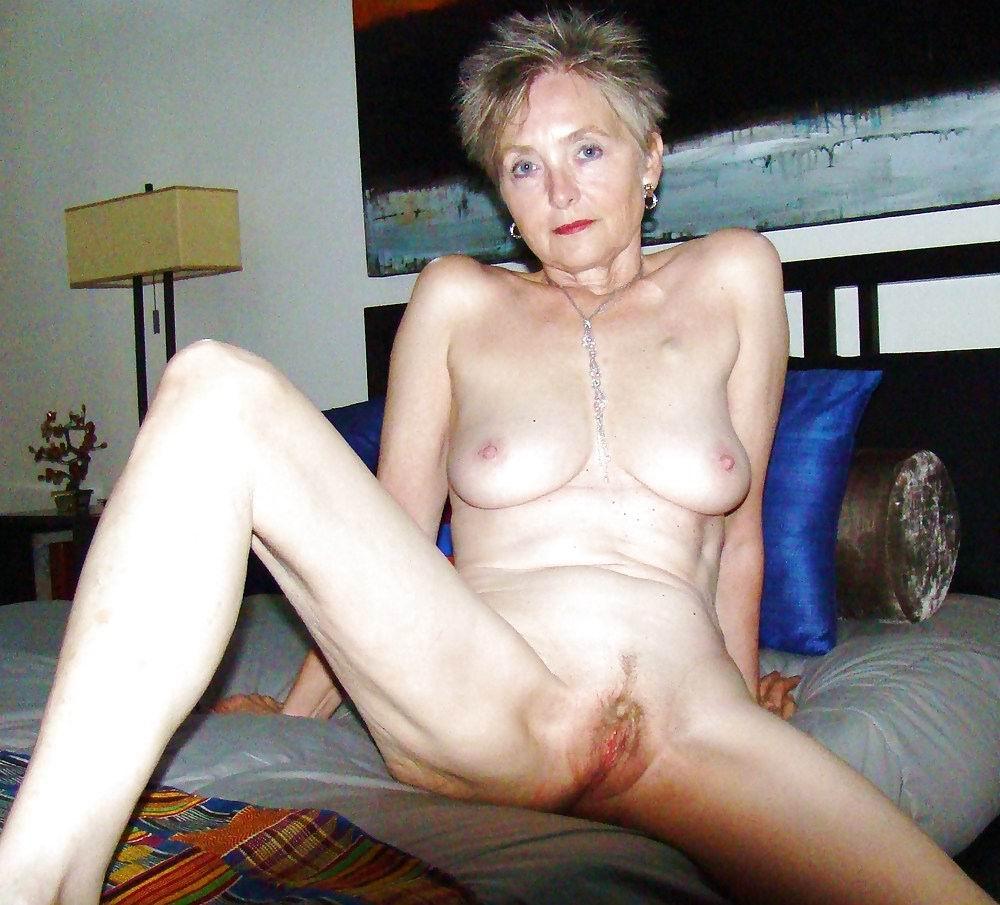 Lara Latex Naked