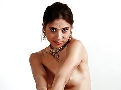 hot indian amateur stripping her sari off on camera